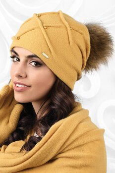 89e6967b4 Medová luxusná dámska čiapka na zimu s kožušinovým brmbolcom Kamea Marsala