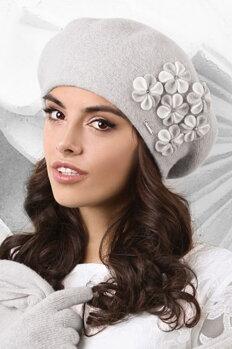 7682800c7 Šedá luxusná elegantná dámska zimná baretka s kvietkami Kamea Gorycja