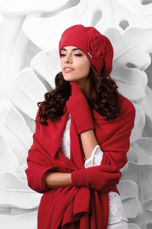 1cdc2a3cc Červená luxusná elegantná dámska baretka na zimu s kvetom Kamea Vicenza