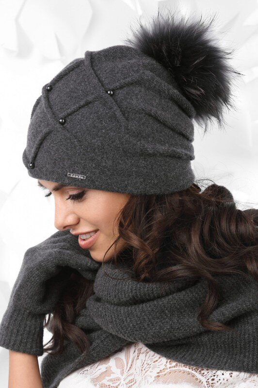 ab347b839 Grafitová luxusná dámska čiapka na zimu s kožušinovým brmbolcom Kamea  Marsala