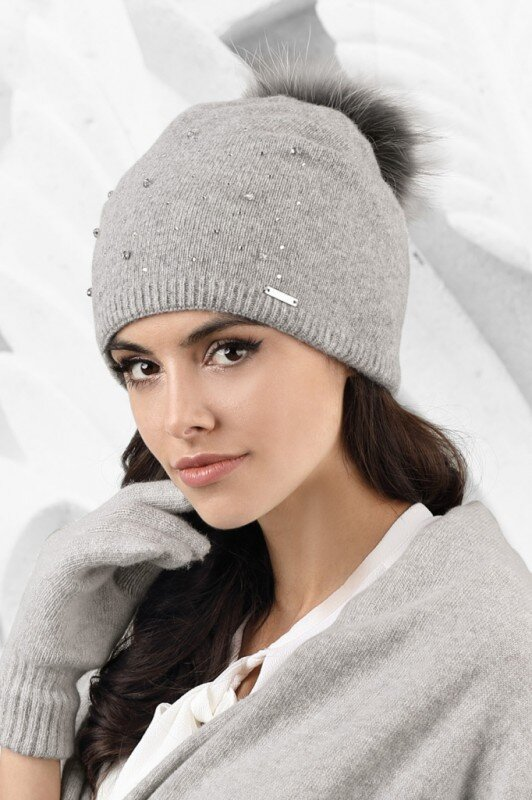 4daa303ff Šedá dámska čiapka na zimu s kožušinovým brmbolcom Kamea Artemisa