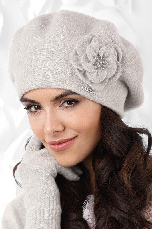 b7c5959e6 Šedá luxusná elegantná dámska baretka na zimu s kvetom Kamea Vicenza
